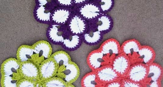 Monday Makings ~ Crochet Flower Potholder Review!