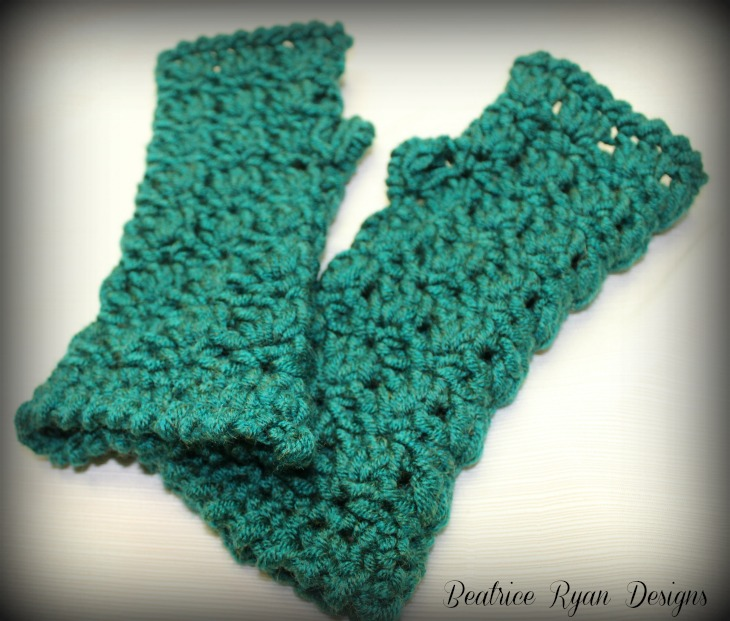Amazing Grace Fingerless Gloves? Free Crochet Pattern!